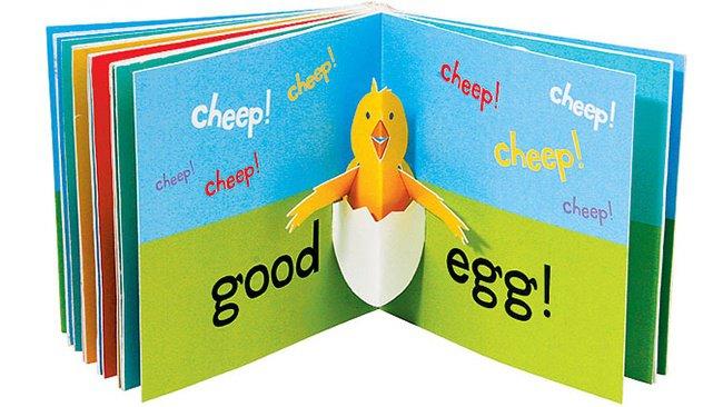 Sách in vẫn tạo được dấu ấn và sự hấp dẫn riêng với trẻ