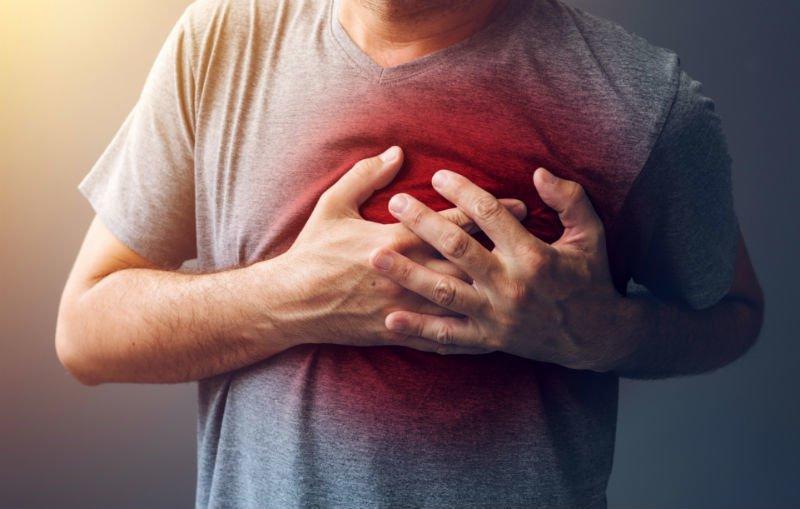 Đau thắt ngực phải như bị bóp là biểu hiện của bệnh gì?