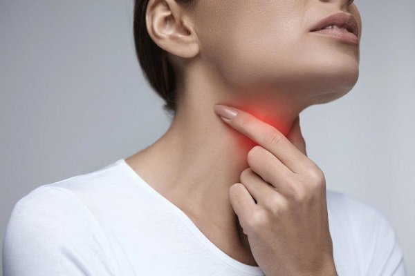 Mắc ung thư hạ họng giai đoạn 4, hạch cổ to, ho nhiều ra máu và ăn uống khó khăn phải làm thế nào?