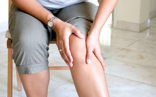 Đau và yếu cơ lan từ tay xuống chân là dấu hiệu của bệnh gì và điều trị thế nào?