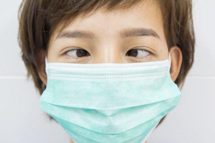 Lác mắt trái từ nhỏ nhỏ có phẫu thuật được không?