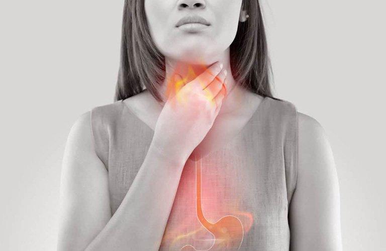 Triệu chứng nghẹn ở cổ họng và ợ hơi