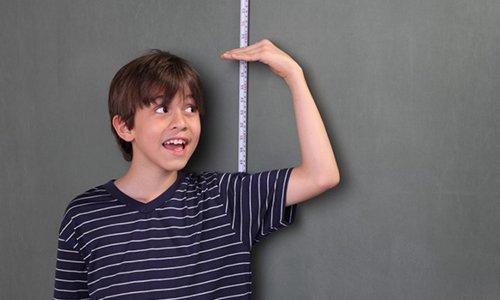 Con trai có phát triển chiều cao cho đến khi 25 tuổi
