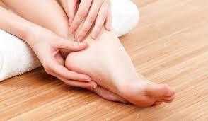 Tê chân chưa khỏi bàn chân như bị thả lỏng sau khi ngủ dậy phải làm gì?