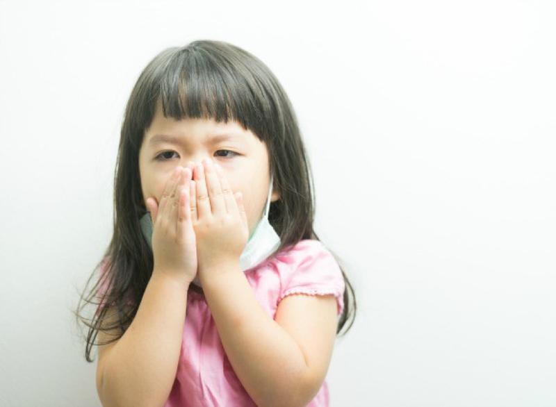 Bé chảy mũi trắng ho và thở khò khè là dấu hiệu của bệnh gì?