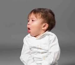 Trẻ uống thuốc điều trị ho và sổ mũi nhiều có sao không