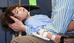Trẻ 9 tuổi bị động kinh và viêm não tự miễn