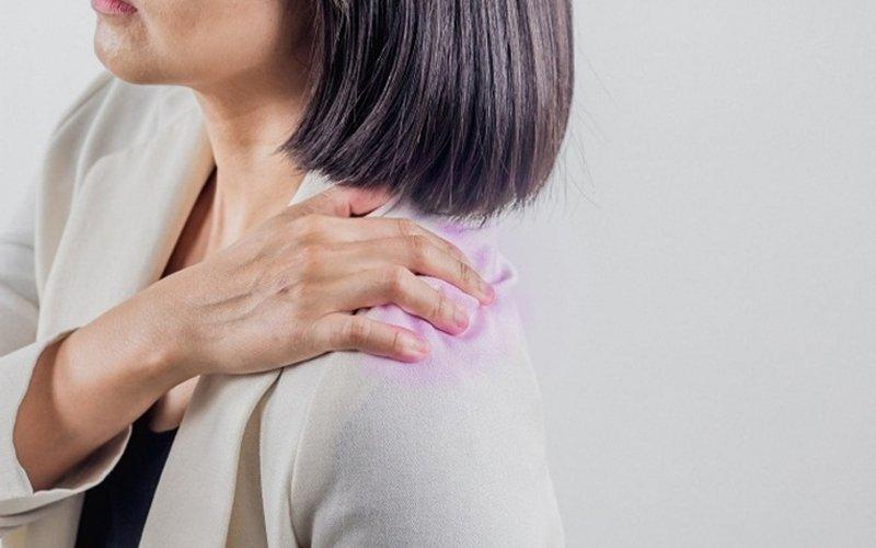 Sốt kèm đau vai trái sau điều trị lao phổi có sao không?