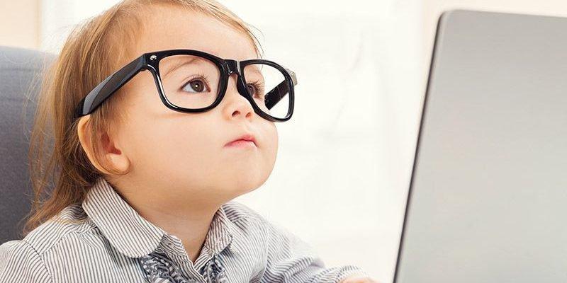 Những điều cần biết khi cho trẻ đeo kính áp tròng