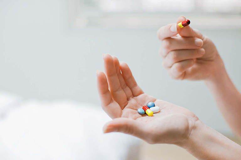 Uống thuốc 1