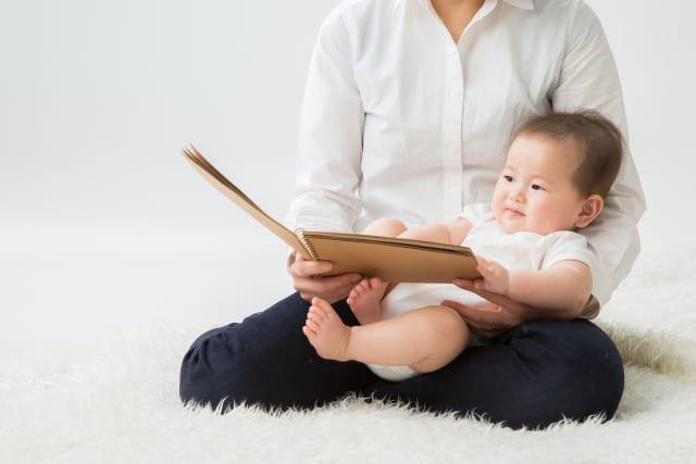 Dạy bé đọc sách