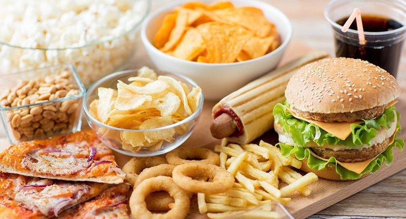 Thực phẩm và đồ uống cần tránh