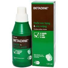 Bé hơn 2 tuổi bị nốt ở miệng kèm lưỡi súc miệng bằng Betadine được không?