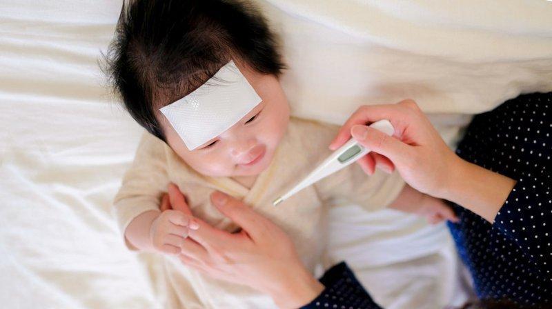 Trẻ sốt sau tiêm vacxin