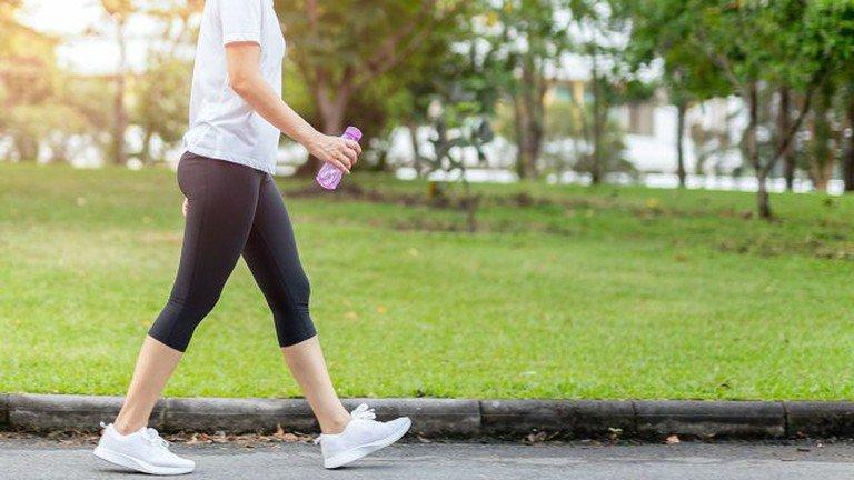 Đi bộ giảm cân