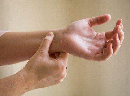 Teo cơ, mất cảm giác 3 ngón tay sau tai nạn giao thông điều trị phục hồi thế nào?