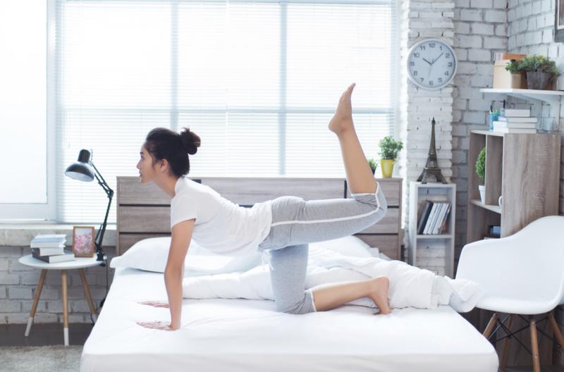 tập thể dục trên giường
