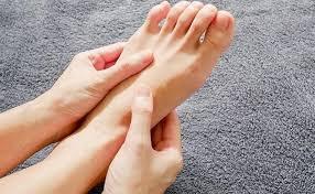 Thoát vị đĩa đệm nặng gây tê chân kèm mất cảm giác đi châm cứu không mổ có được không?