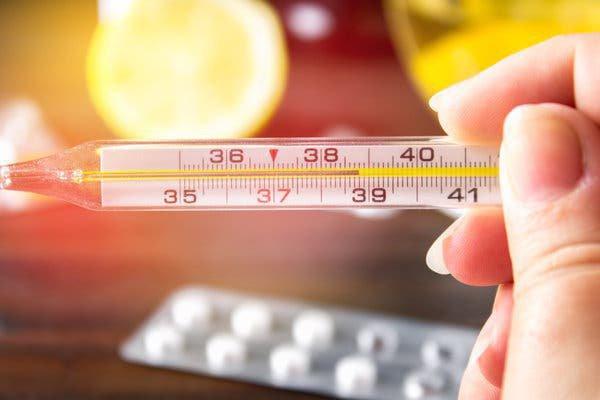 Sốt 38,5 độ 3 ngày liên tục khi điều trị lao cột sống có phải do tác dụng phụ của thuốc không?