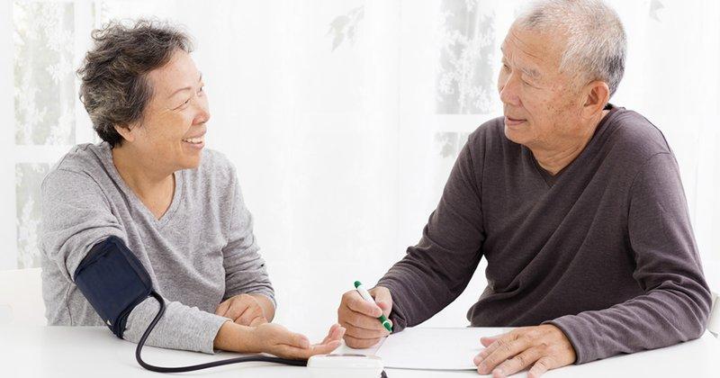 Hạ huyết áp tư thế ở người cao tuổi là gì