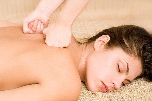 massage lưng giảm mệt mỏi