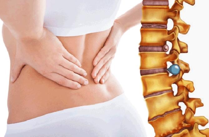 Đau vùng xương sống vào buổi, khi nằm và đứng dậy là dấu hiệu bệnh gì?