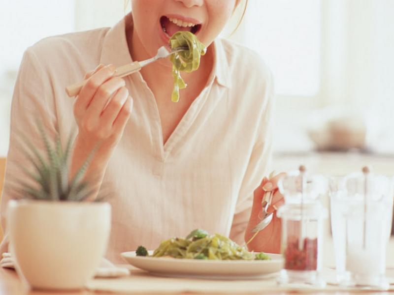 Ăn chậm, nhai kỹ có giúp bạn giảm cân? | Vinmec