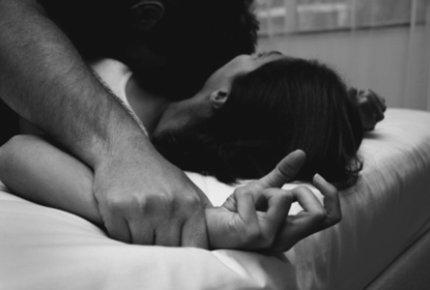 Bạo lực tình dục ám ảnh phụ nữ trong nhiều năm