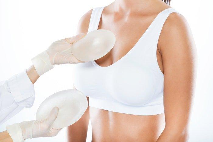 Đặt túi ngực có chip có chụp MRI được không?