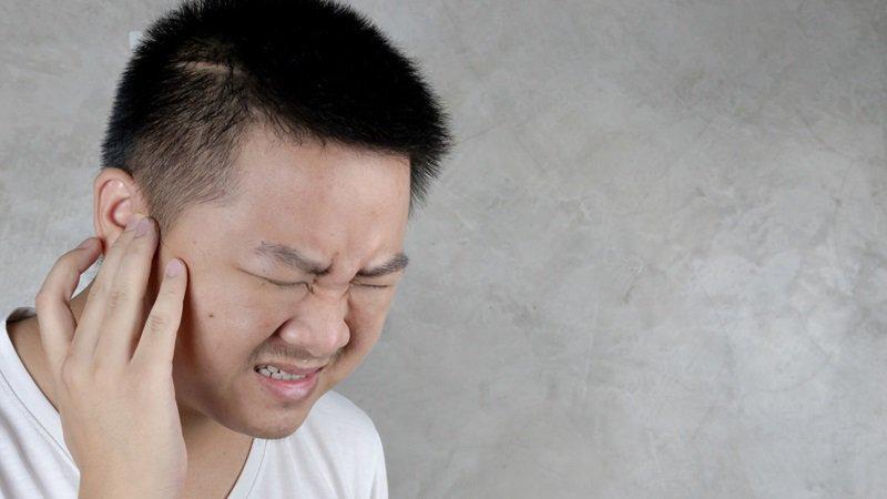 Đau giật sau tai là dấu hiệu bệnh gì?
