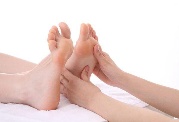 cách chăm sóc bàn chân cho người bệnh tiểu đường