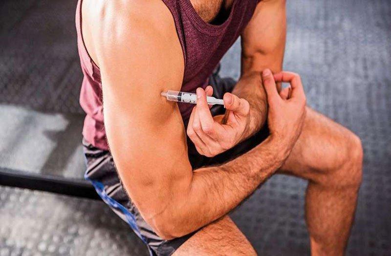 Nam giới tập luyện thể hình có tiêm Steroid đồng hóa được không?