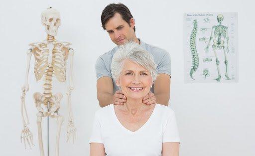 Vật lý trị liệu cho người đau cổ