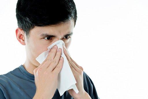 Ngứa mũi, hắt hơi kèm chảy nước mũi khi ngửi mùi hương đậm đặc là sao?