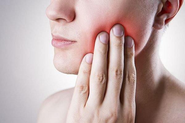 Răng khôn mọc lệch ra ngoài má