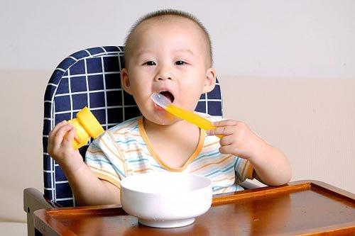 Nguyên nhân trẻ ăn ngậm