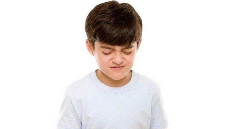 Bé 8 tuổi nôn dịch vàng, ngày nôn 3-4 lần là dấu hiệu bệnh gì?