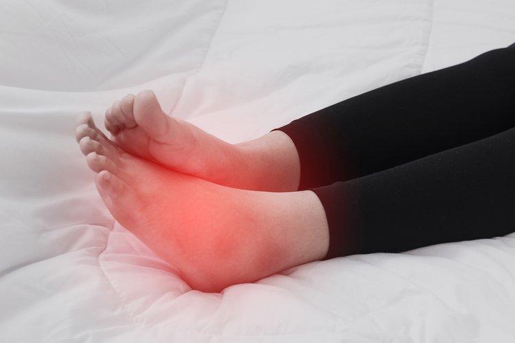 Sưng bàn chân kèm đau