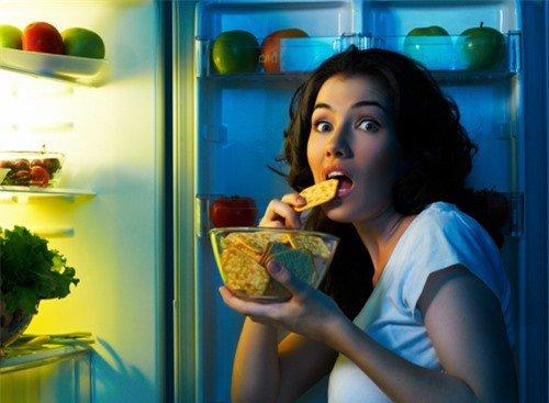 Ăn khuya có làm tăng cân không?