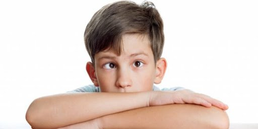 Nhược thị kèm mắt phải lác ngoài có nên mổ không?