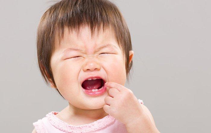 Cách giảm đau khi mọc răng cho bé