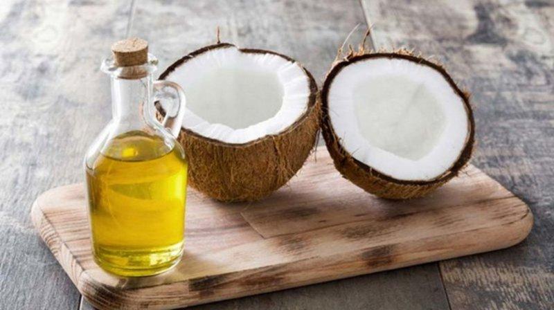 Có nên dùng dầu dừa để bôi trơn âm đạo?