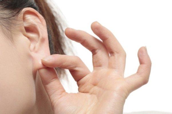Dái tai bị sưng: Hình ảnh, nguyên nhân và cách điều trị