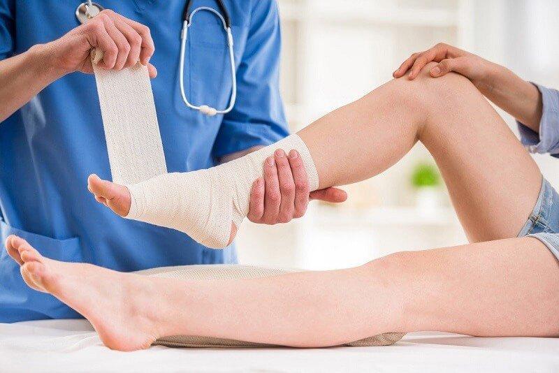 phục hồi chức năng cổ chân phải hàn khớp dưới sên