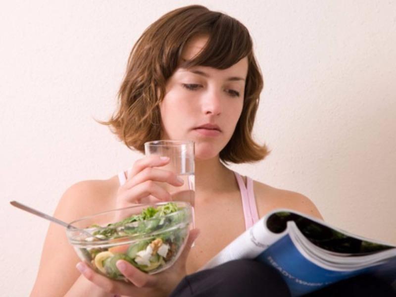 uống nước khi ăn cơm