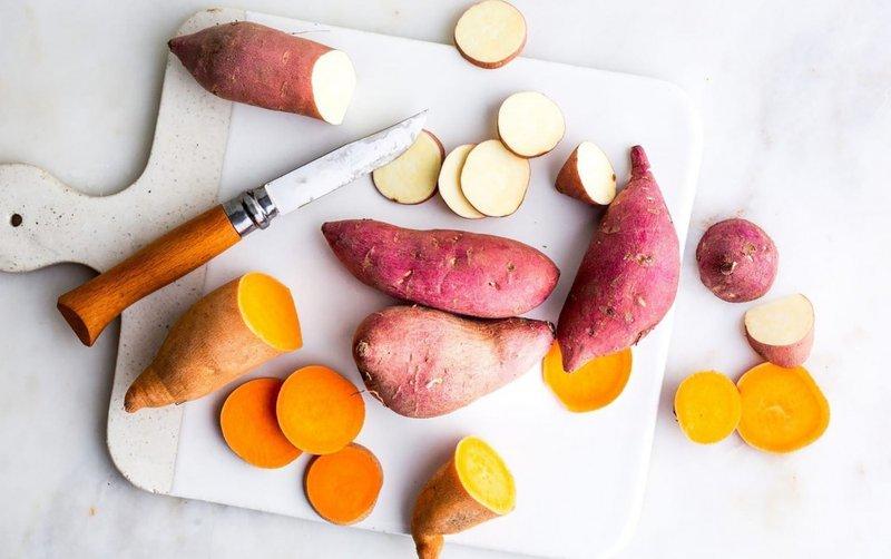 Có nên cho trẻ ăn dặm ăn khoai lang và khoai tây?