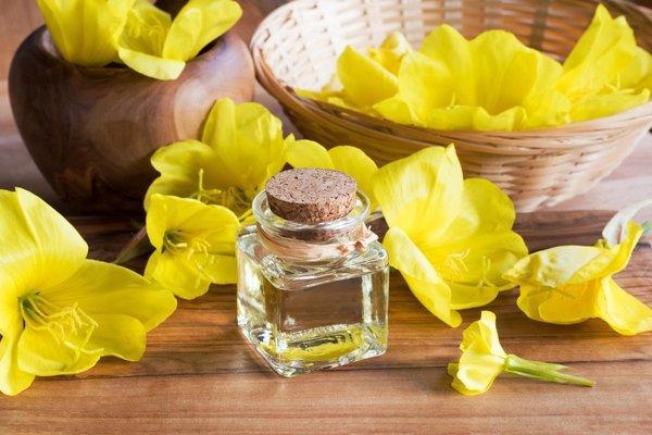 Sau sinh bị khô hạn, u vú lành tính có uống tinh dầu hoa anh thảo không?