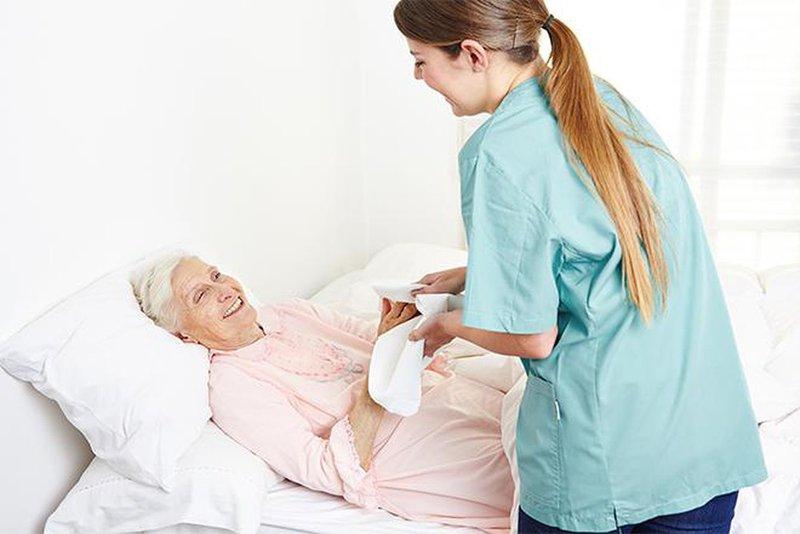 chăm sóc người bệnh nằm một chỗ