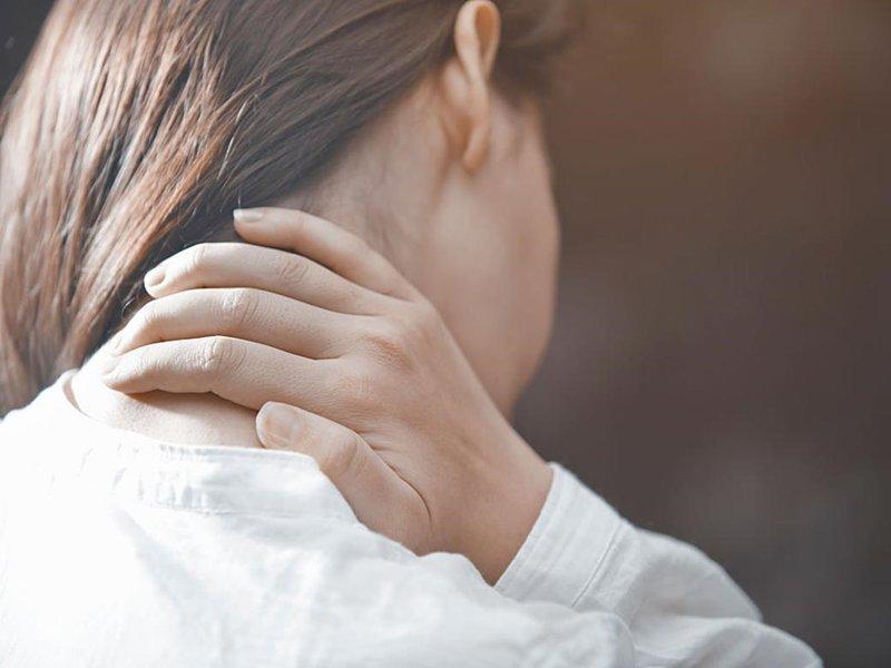 Triệu chứng đau sau gáy lên đỉnh đầu bên trái là bệnh lý gì?