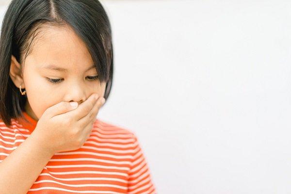 trẻ bị đau bụng và nôn ói